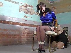 Ariyana en el sillón