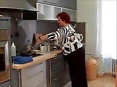 Âge mûr Voluptueuses la cuisine de baise