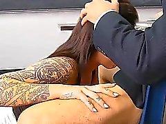 2 opettajaa tekemään koulutyttö palvelemaan kovan Jocks