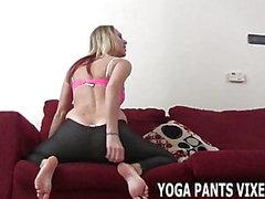 Mon cul a l'air incroyable dans ces pantalons de yoga JOI