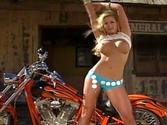 Секси блондинку велосипедиста с удовольствием РТ2