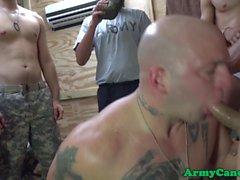 Mustaa armeija Sergeant assfucks bloke
