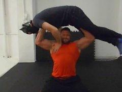 Jay del muscolo di sollevarla e trasportarla rimorchio