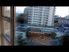 mammas janet in aptit fan åtgärder på hotellet balkongen