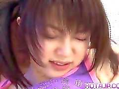 A Ai Kousaki nei calzettoni viene estratta da pelo w