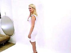 supermodella teenager sborra alla servizio fotografico di fusione all'audizione