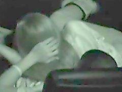 Chica caliente sacude y golpea a su novio en un cine