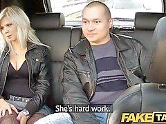 FakeTaxi Gros seins fucks blonde en siège arrière
