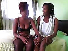 babes African cornei toying a vicenda fighe in camera da