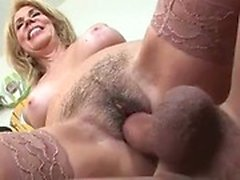 Naughty-hotties net - Sexy blonde MILF a sa chatte poilue sl