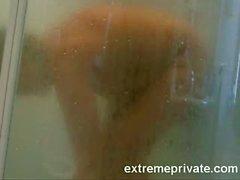 ausgespäht meine Mutter 44. Griff im Badezimmer