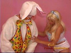 La pouliche blonde empilée récite son fantasme avec un wearus de type