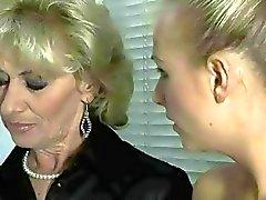 Warm Großmutter- und sexy Teen blondes