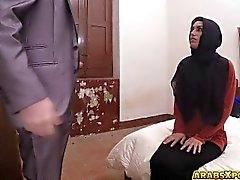 Çaresiz Arap oral seks para için bu büyük horoz