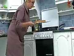 De mamie dans la R20 la cuisine