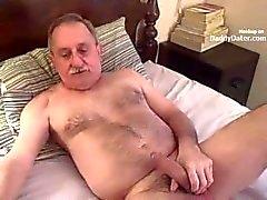 Hairy Silverdaddy Imetään my leikkaamaton Cock