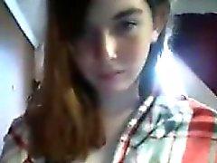 Atractivo la colegiala teen redheaded burla en webcam