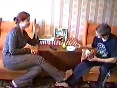 Große Schwester lehrt Bruder