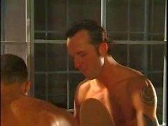 Due Muscle guardie carcerarie ruvido di Dp scopata Verbali Carcerato