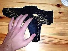 Wank osaksi wifes käyttää wet dirty pikkuhousut pikkuhousut sen jälkeen kuntosalin
