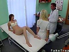 Lääkärisi vittuile mutta hänen luonnonvaraisen potilas sänkyyn