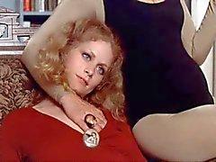 Beverly de D'Angelo masturbant devant de l'invité