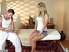 TrickySpa Как бы эта массажиста уговорить ее К черту ?