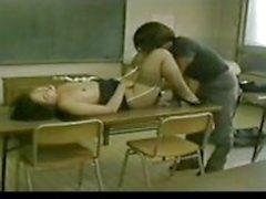Enseignants japonaise Et étudiant une liaison secrète fait