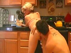 Baiser la comptoir de cuisine