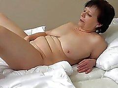 OldNanny antigo maduro mulher faz strip tease