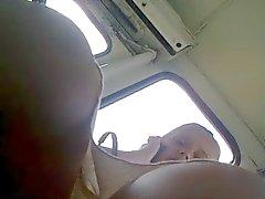 Minissaias russa mãe loira em ônibus