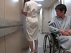 Enfermeira japonesa bonito fica tateou