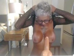 Persiana MILF vuole che guardiate