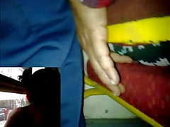 metiendo y tallando dedo casada otobüs falda