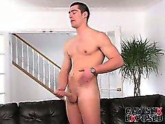 Saftige brünett Homosexuell Mike wichst sich riesige Schwanz hart