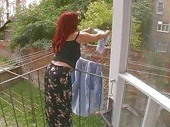 Sexig mogen fru attackerad medan hängande Tvättservice - Cireman