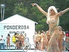 Gruppo di ragazze nude a Ponderosa 2,012 mila