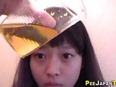 Cute teen pees giapponesi