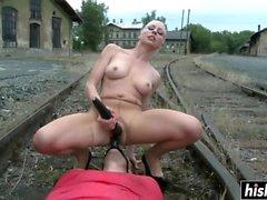 Lorelei Lee domina il suo schiavo ragazzo