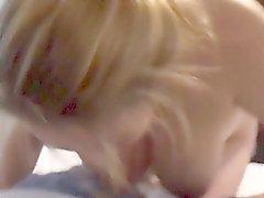 Hotel bir busty Blonde emme horoz