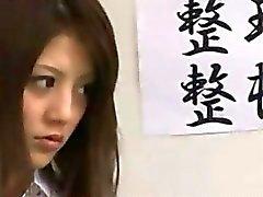 Японские школьницы а их дворником на asianpornjp