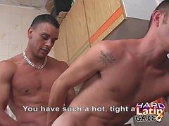 Latinos Ass Fucking et Cumming dans la cuisine