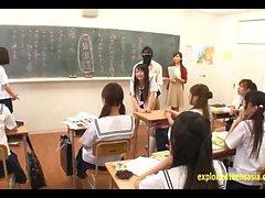 JAV Idol Ecolières Fucked par Masked Men In Il classe