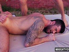 Flip flop gay tatuaggio con viso