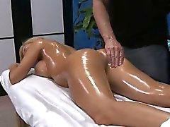 Massage aux une merde surprise