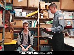 Rak pojke lurade på att bli knullad av köpman