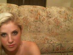 Lumoava blondi ihanteellinen Tits sekä arse hellävaraisesti sormilla
