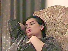 Индийской - Большие красивые женщины Domme получит свою киску лизали