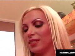 A Penthouse Pet Nikki Benz leva um enorme Cock em seu Hot Pussy!