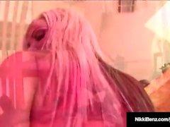 Penthouse Pet Nikki Benz nimmt einen riesigen Schwanz in ihre heiße Pussy!